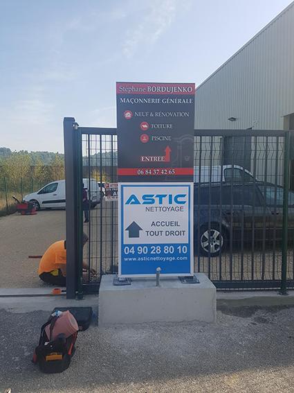 Panneau directionnel-Astic-ConseilMkg-Agence de communication Montpellier